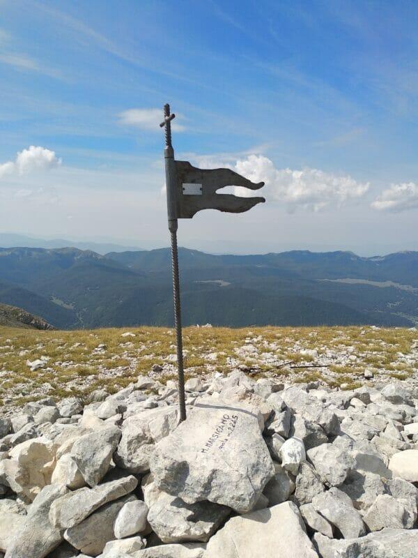 Monte Marsicano con i suoi 2245m s.l.m. domina borghi dall'aspetto alpino come Opi e splendide valli come la Val di Sangro e Valle Orsara.